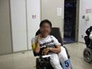 電動車椅子サッカー試合後の表情の写真